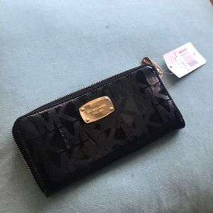 NWT Michae Kors Jet Set wallet